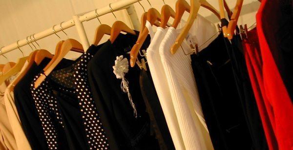 trueufilv3f.ga heeft kleding, schoenen, jurken, onderkleding en broeken van de bekendste merken. Op trueufilv3f.ga vind je altijd de nieuwste mode online.