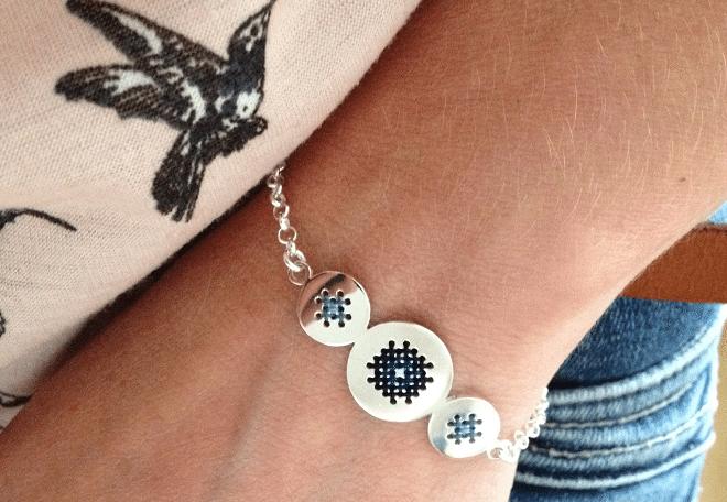 Borduursieraden Corina Rietveld: een verrassende combinatie van traditionele techniek en moderne sieraden