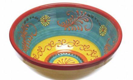 Kom in lentesferen met kleurrijk Spaans keramiek
