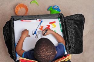 auto-speeltafeltje-snack-play-tray-2.0-met-magnetisch-whiteboard