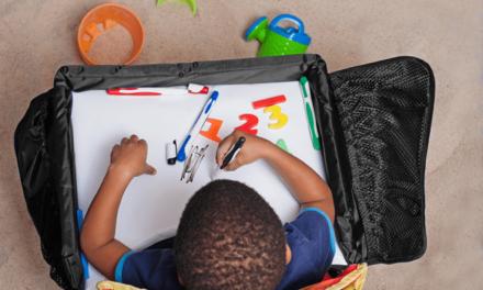 Snack & Play Travel Tray zorgt voor speelplezier onderweg