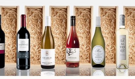 Een handbedrukte wijnkist is een origineel en stijlvol cadeau