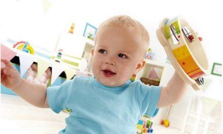 Doe je kind een groot plezier met houten muziekinstrumenten