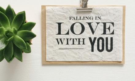 De liefde bloeit op met de plantbare cadeaus van Hooray & Thanks