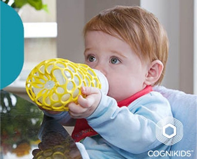 De Gripper fleshouder leert baby's om zelfstandig uit de fles te drinken