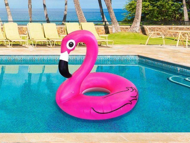 Met deze summer-musthaves bezoek je het zwembad in stijl