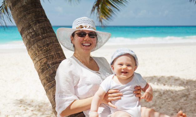 Zo bescherm je jouw baby tegen de zomerhitte